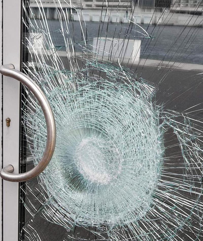 Safety glass breakages